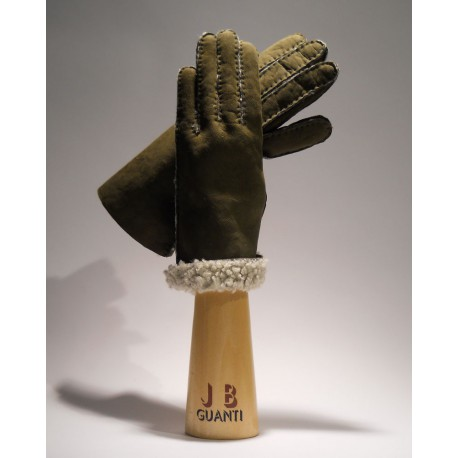 Gloves with sheepskin